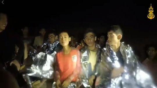 Мальчишки спасены из затопленной пещеры на севере Таиланда.